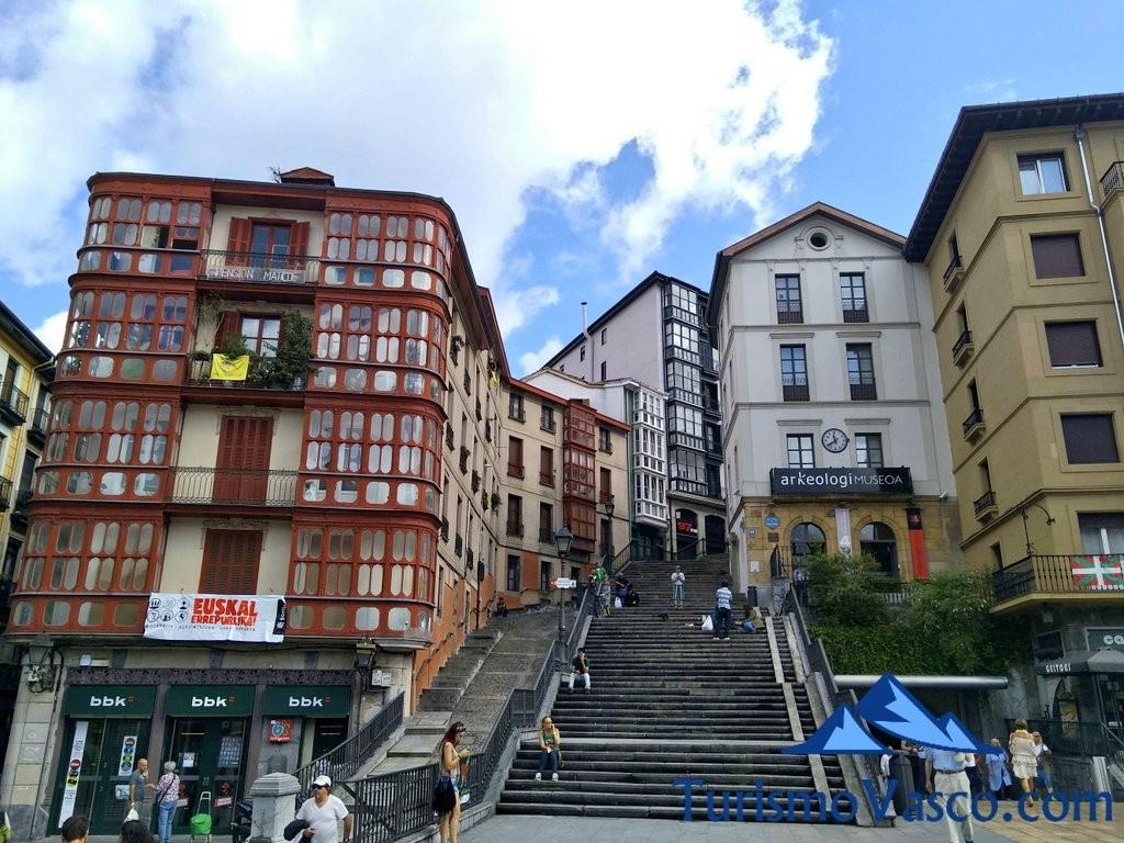 Plaza-de-Unomuno-Casco-Viejo-de-Bilbao-1024×768